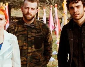 """""""Ain't It Fun"""" se torna o single de maior sucesso do Paramore"""