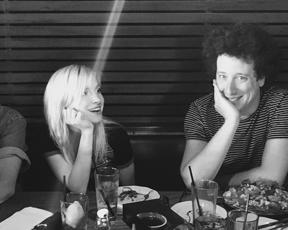 Alternative Press: O que o Paramore está aprontando com o ex-baterista Zac Farro?
