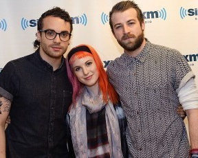 "Paramore faz cover de ""In Between Days"" do The Cure"