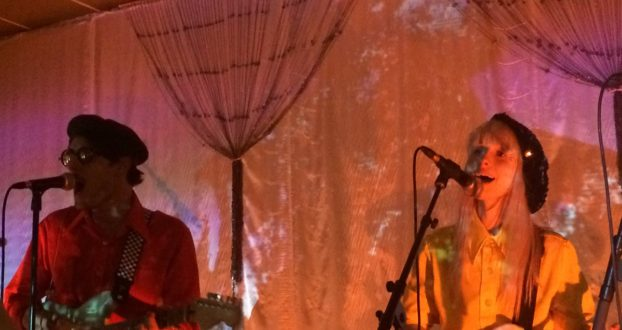 Hayley e Taylor se juntam ao palco da HalfNoise em Nashville, TN