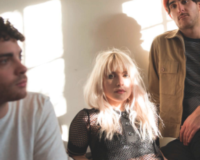 Novo artigo e entrevista com o Paramore na edição de maio da NYLON
