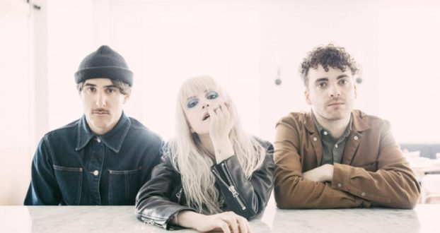 """The Line of Best Fit publica review sobre o """"After Laughter"""""""