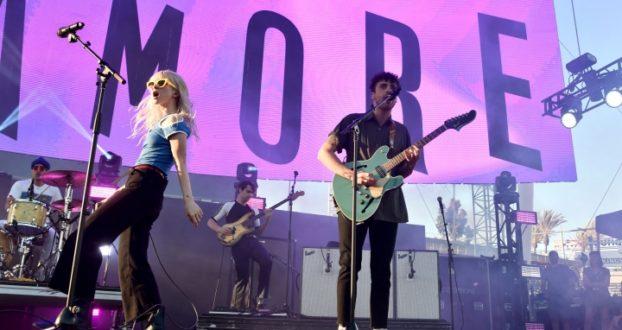 Paramore se apresenta no festival KROQ Weenie Roast
