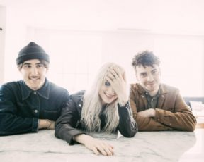 "Review de ""After Laughter"" por Paste Magazine"