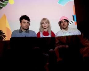 "NME publica review sobre o álbum ""After Laughter"""