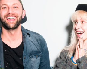 Hayley e Brian falam sobre a goodDYEyoung para a Alternative Press