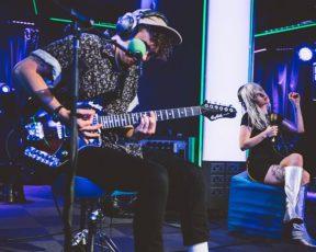 Paramore concede entrevista durante sua passagem pela BBC Radio 1