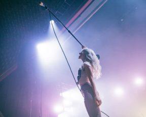 Trackseven: Hayley conta sobre os avanços de sua carreira após o Riot!
