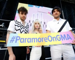 Paramore se apresenta no Good Morning America