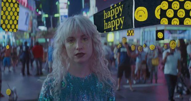 """Hayley Williams comenta sobre o vídeo de """"Fake Happy"""" no Instagram"""