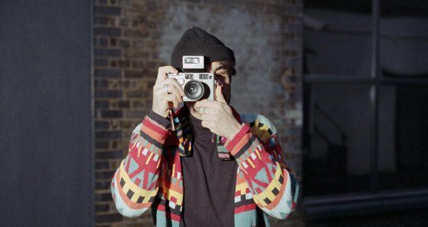 Zac Farro é entrevistado pela revista DIY