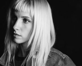 Hayley escreve carta sobre saúde mental e suas experiências à PAPER Magazine