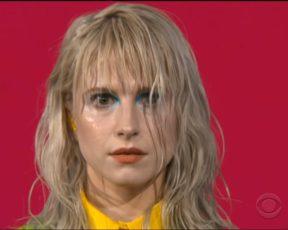 Assista à apresentação do Paramore no The Late Show With Stephen Colbert