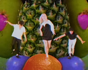 "Paramore lança videoclipe para ""Caught In The Middle"""