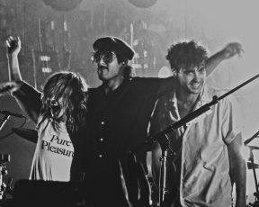 Paramore encerra a era After Laughter com apresentação no Art + Friends