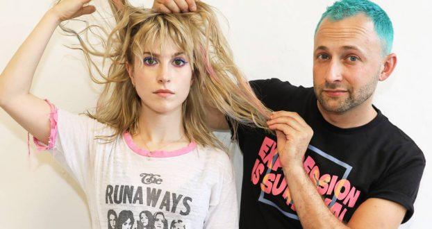 Hayley comenta sobre sua relação com o cabelo ao Evening Standart