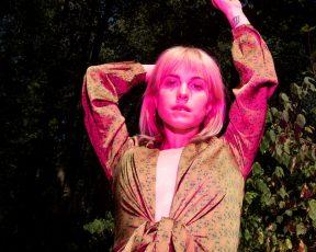 Hayley Williams envia mensagem aos fãs de Paramore