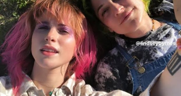 Lindsey Byrnes rebate acusação de plágio nos videos do Petals For Armor