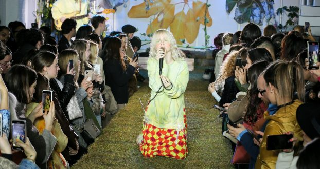 Estreia de Hayley Williams na NY Fashion Week: confira entrevista para W Magazine