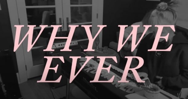 """Sunday Session"": Hayley Williams faz acústico de ""Why We Ever"""