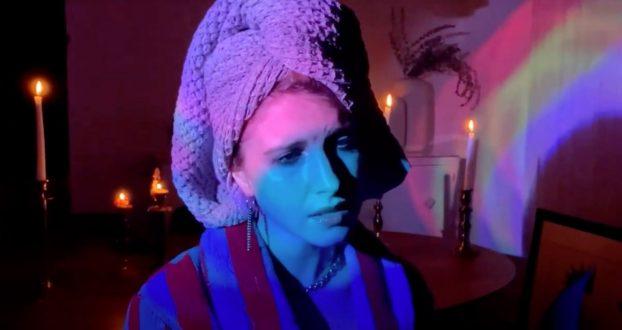 "Hayley Williams faz cover de ""Teardrop"" do Massive Attack"